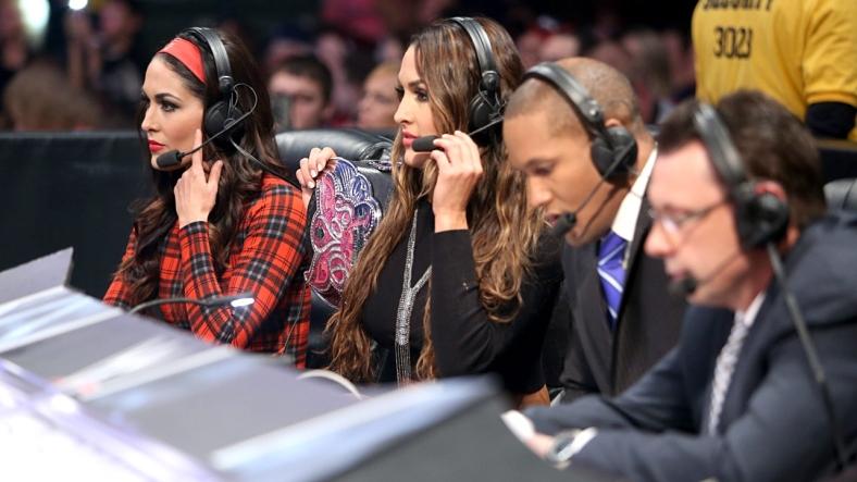 Nie i Brie Bella na walce Smackdown